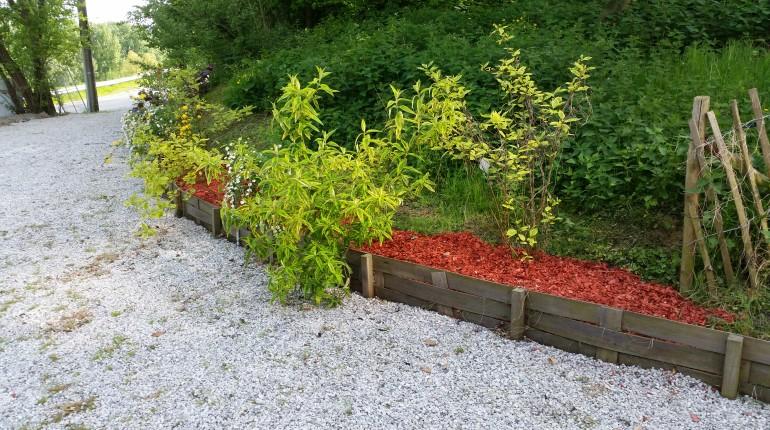 Aménagement d'une bordure par Greenrod, votre partenaire en entretien de jardins, élagage, construction d'abris de jardin etc.