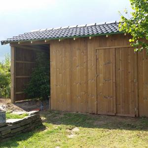 Besoin d'un professionnel pour la construction de votre cabane ou de votre abri à bois sur mesure ? Pensez Greenrod - pavage - dallage - élagage - taille et coup d'arbres et de haies, entretien de jardins - construction de cabanes en bois