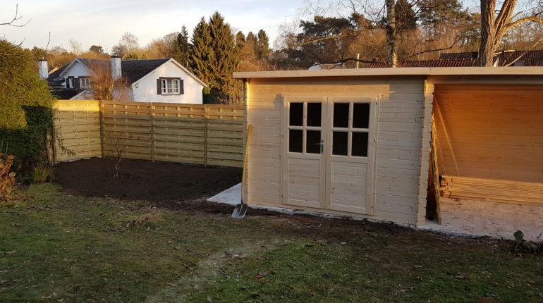 Placement d'un brise-vue par Greenrod, votre partenaire en entretien de jardins, élagage, construction d'abris de jardin etc.