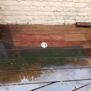 Nettoyage d'une terrasse au nettoyeur à haute pression par Greenrod, votre partenaire en entretien de jardins, élagage, abattage, construction d'abris de jardins, haies et pelouses etc.