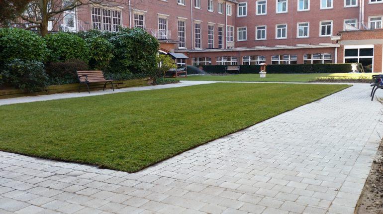 Pelouse en rouleaux par Greenrod, votre partenaire en entretien de jardins, élagage, construction d'abris de jardin etc.