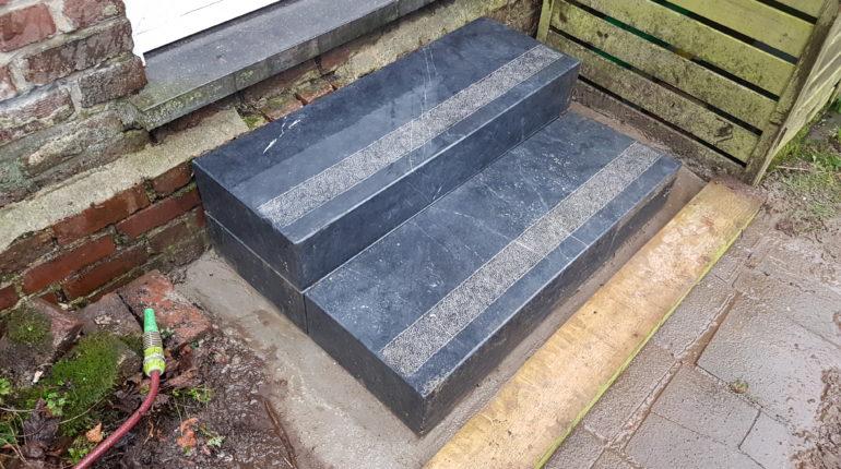 Escalier en pierres bleues par Greenrod, votre partenaire en entretien de jardins, élagage, construction d'abris de jardin etc.
